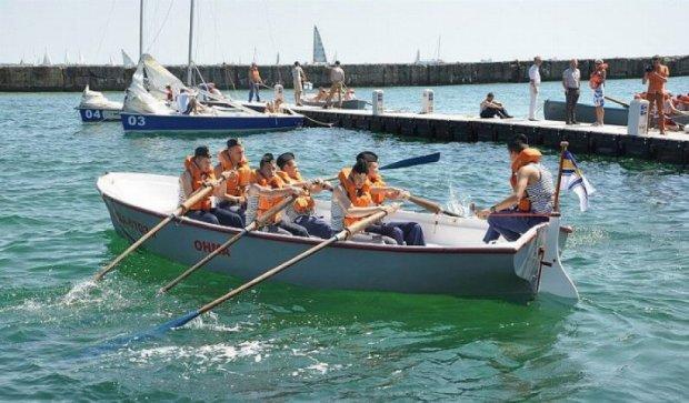 Курсанти-моряки влаштували перегони на шлюпках