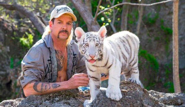 """Джо Экзотик, кадр из сериала """"Король тигров: убийство, хаос и безумие"""""""