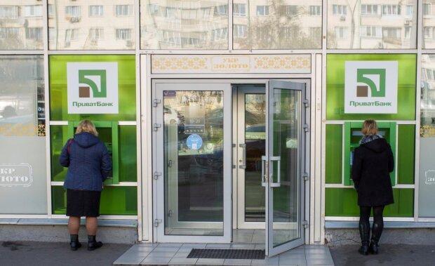 Головне за ніч: доля ПриватБанку і Коломойського, параліч Заворотнюк, перерахунок пенсії та мінімалки в Україні
