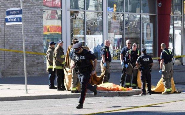 Боятся выходить на улицу: неизвестный расстрелял пешеходов и полицейских