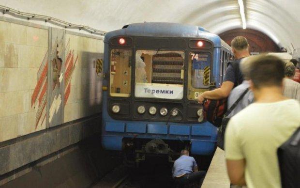 Ножем у серце: київське метро потрясла страшна смерть