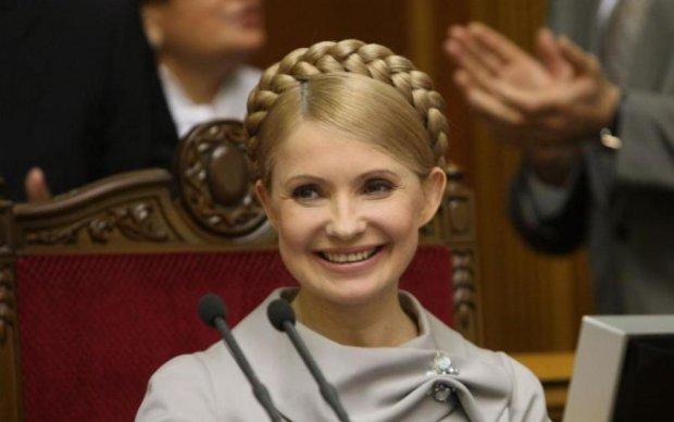 """Тимошенко взяла """"новый курс"""" на аппетитные женские формы: фото"""