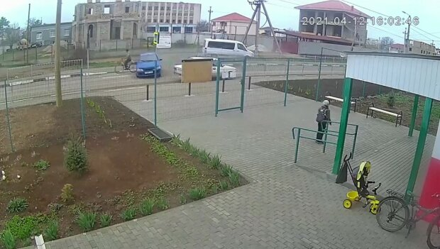 Отец учил: подросток за рулем снес пенсионера на велосипеде