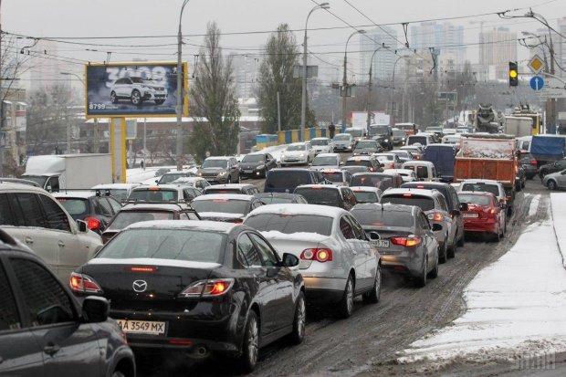 В Киеве парализовано движение Северным и Южным мостами: что случилось
