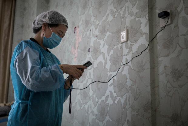 Коронавірус завадив виробництву бюджетного iPhone SE2, Apple змінює терміни