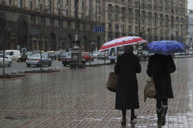 Погода на вихідні підготувала українцям коктейль з сльоти і сірості, краще сидіть вдома