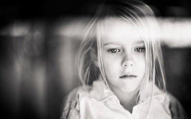 Заманював у сад: під Києвом збоченець познущався над 8-річною дівчинкою