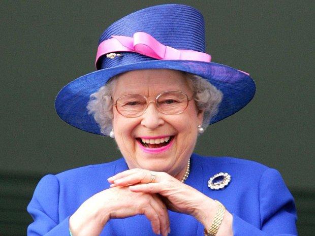 """Елизавета II впечатлила безупречным вкусом: даже украшения """"в десятку"""""""