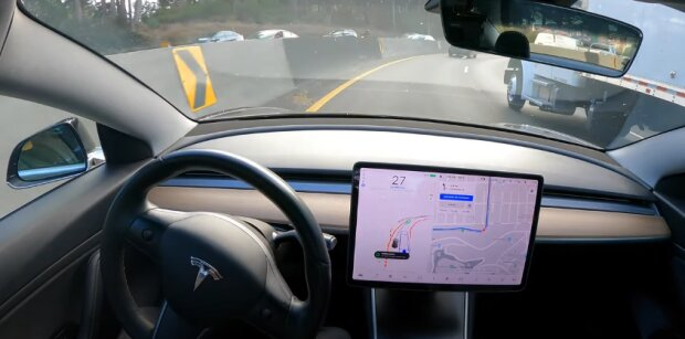 Tesla Model 3, скріншот