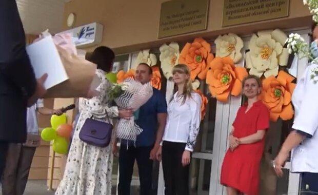 """Украинка родила тройню, весь город пьет шампанское - """"Впервые за 10 лет!"""""""