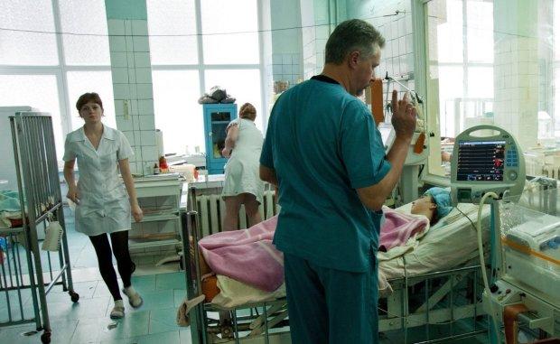 Масове отруєння на весіллі у Львові: кількість постраждалих невпинно зростає, медики збилися з ніг