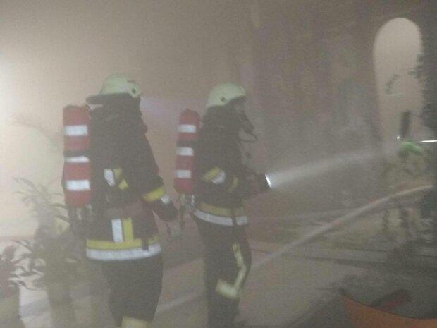 Церква на Львівщині спалахнула, як свічка - замість Бога допомогли рятувальники
