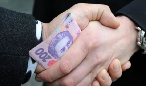 Чиновника з прикордонного загону спіймали на хабарі у 5 тис. євро