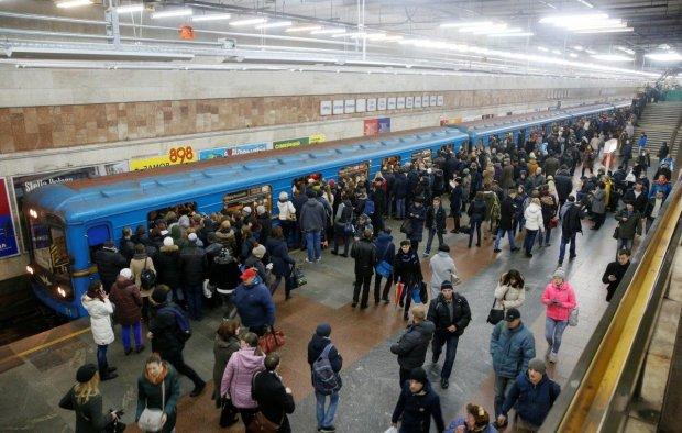 Трагедия в киевском метро: киевляне спешили по делам мимо бездыханного тела