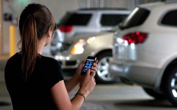 Apple и Samsung научат смартфоны управлять авто
