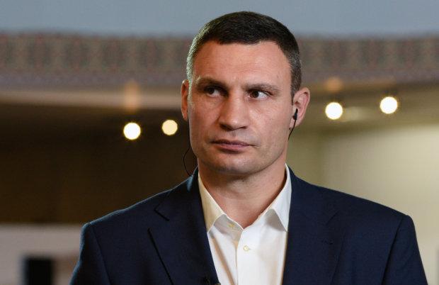 Кличко скаржиться на погані дороги, хоча сам може інвестувати в них: антикорупціонери показали бізнес-імперію київського мера
