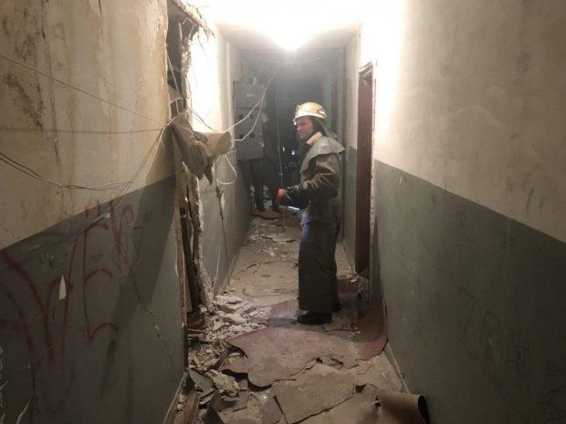 Тікали в трусах і халатах: вночі у Києві пролунав потужний вибух