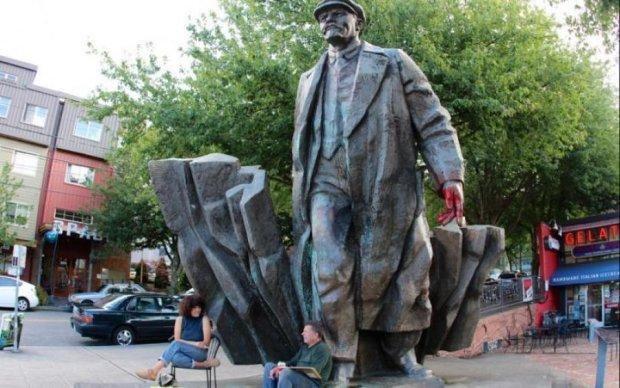 Ленін і Сталін зачаїлися у Чернігівській області: фото