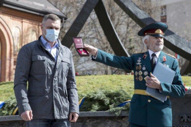 """Кличко получил серьезную награду, ликвидаторы затаили дыхание: """"Герой Чернобыля"""""""