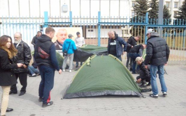 Протест маршрутчиков: стычки, новые палатки и перекрытые улицы