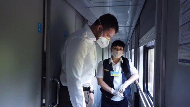 Криклій потязі особисто перевіряє дотримання правил карантину, скрін