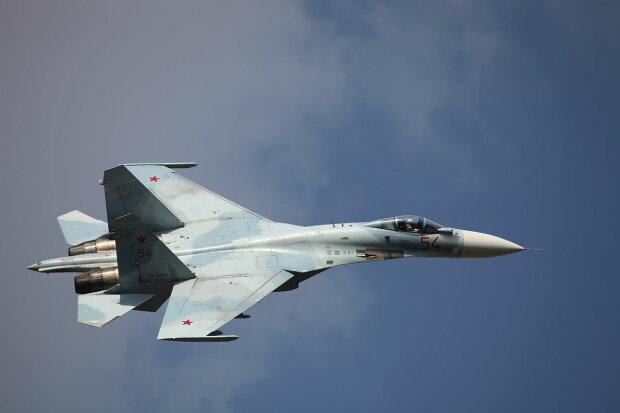 Літак-винищувач Су-27, фото Wikimedia Commons