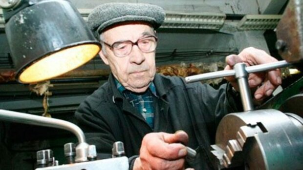 Пенсионеры, фото: vgolos.com.ua