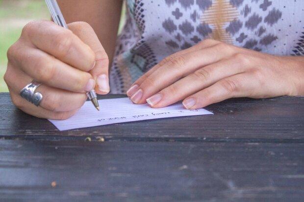 Не взлюбила одразу - свекруха хотіла погубити невістку анонімним листом