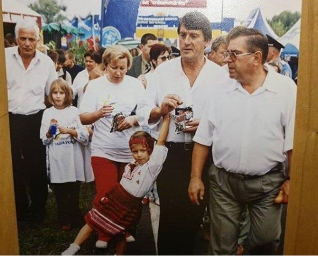 """Комаров зі """"Світу навиворіт"""" злив архівні фото Зеленського та Порошенка: такими їх не бачив ніхто"""
