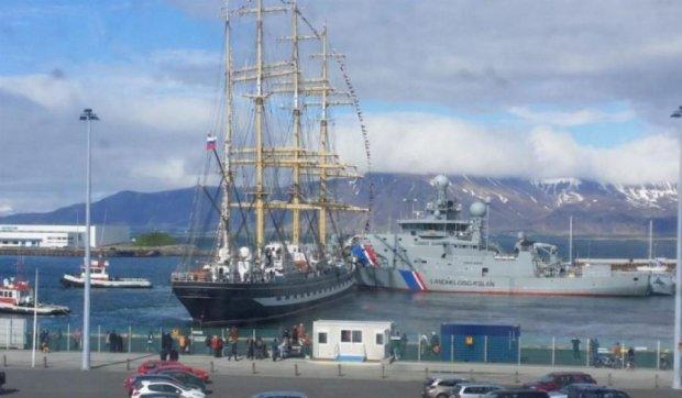 Російський вітрильник протаранив два військові кораблі Ісландії (відео)
