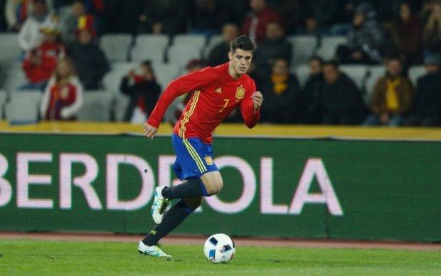 Челси официально представил испанского форварда