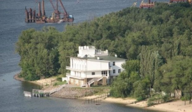 Киевсовет раздает землю на Трухановом острове людям Азарова