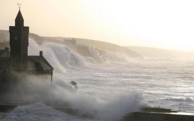 Надпотужна стихія вщент руйнує міста Великобританії