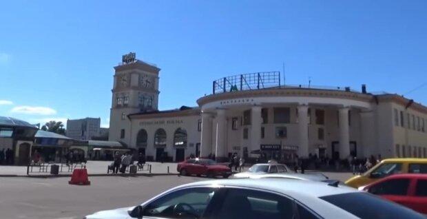 Вокзал у Києві, скріншот з відео