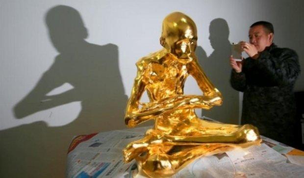 Китайського ченця залили в золото і зробили святинею