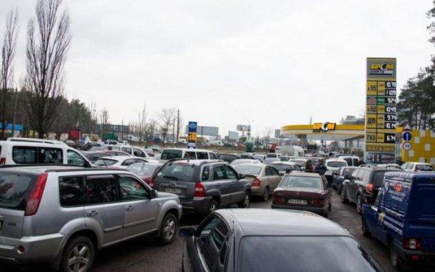 Бензин за ціною золота: українців попередили про чергове здорожчання