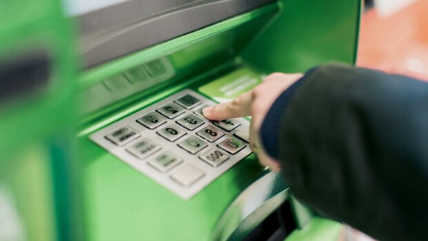 Обещают, что примет любой банкомат: в Украине продают фальшивые деньги через Telegram...