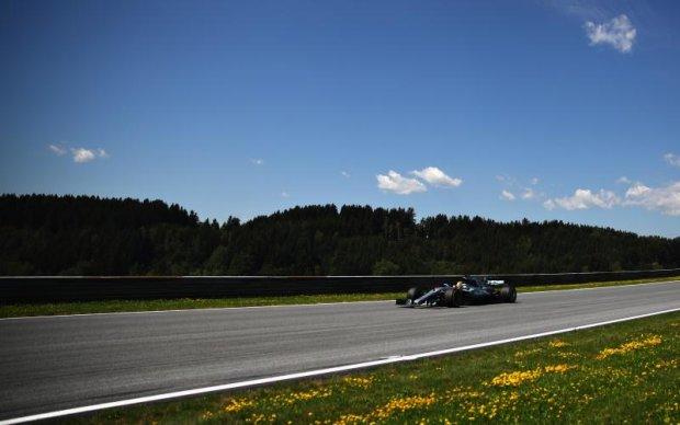 Гран-прі Австрії: Гемільтон показав найкращий час у першій практиці