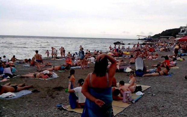 Заздріть мовчки: красномовні фото кримських пляжів розсмішили соцмережі