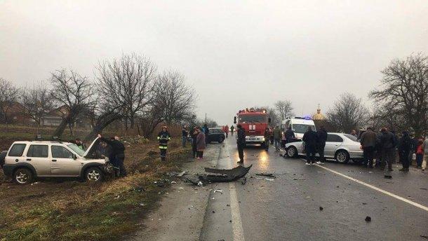 Жуткие аварии во Львове: машины всмятку, десятки погибших и разбитая остановка