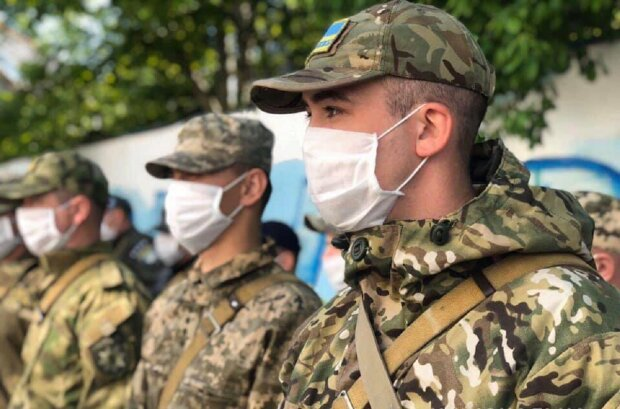 "Прикарпатських поліцейських з почестями провели на Донбас: ""Повертайся живим, татку!"""