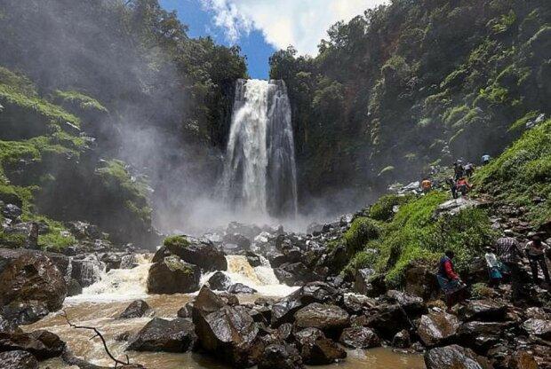 Водоспад, фото з вільних джерел