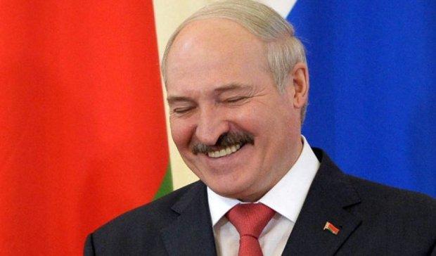 Лукашенко звільнив машини Донбасу від плати за проїзд