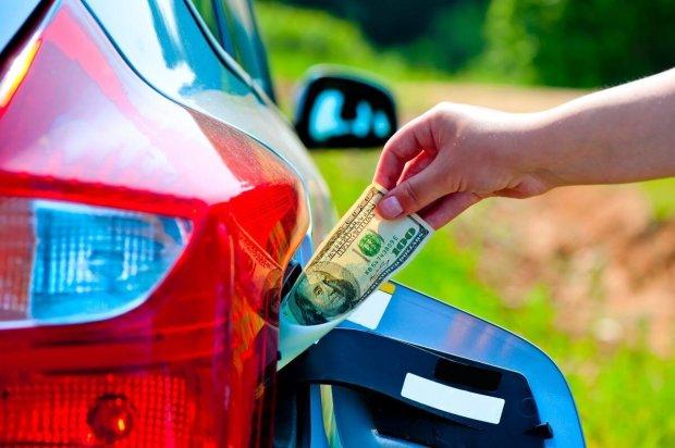 Нові ціни на бензин змусять водіїв ходити пішки: на скільки доведеться розщедритися