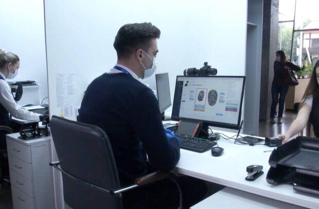 Паспортний стіл / скріншот з відео