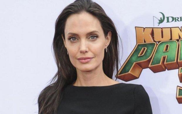Джоли начала питаться, как белка