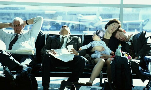 Пасажир широко розставив ноги та шокував півсвіту, унікальне фото