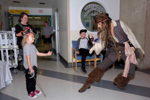 Джонні Депп змусив онкохворих дітей повірити в казку: кращий пірат всіх часів