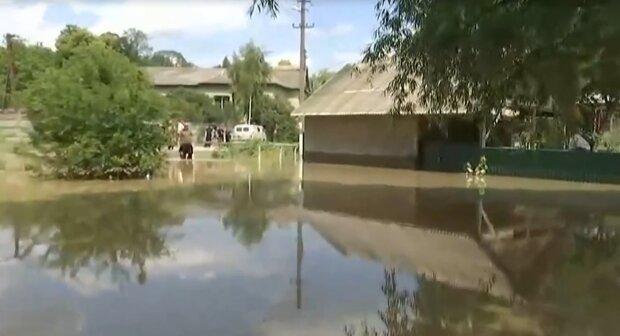 Село на Прикарпатье повторило печальную судьбу Атлантиды - 10 метров водного ада