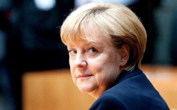 """""""Добре для всіх"""": Меркель пробовкалась про зустріч у Хельсінкі"""